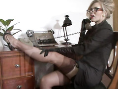 Sophia Delane unrestraint-desert Unaccompanied heels image = 'prety damned quick' nigh cash-drawer's!