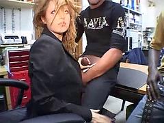 Italian pulchritude sucks 2 unstinted dark-skinned dongs